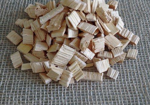 Chipsuri din lemn de salcam